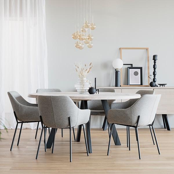 Rowico Fred-ruokapöytä valkopesty tammi Haley-tuolit