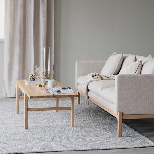 Rowico Ness-sohva beige, Ness-sohvapöytä tammi
