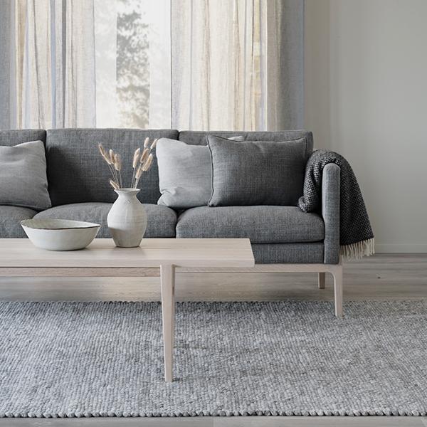 Rowico Ness-sohva harmaa / Ness-sohvapöytä valkopesty tammi