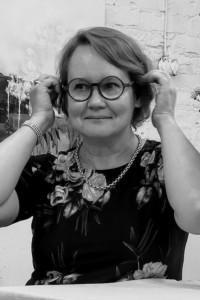 Kruunukaluste sisustussuunnitteluja Kirsi-Maria Perkkiö